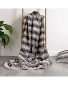 ICON™ Bavarian Wolf Extra Large Faux Fur Throw
